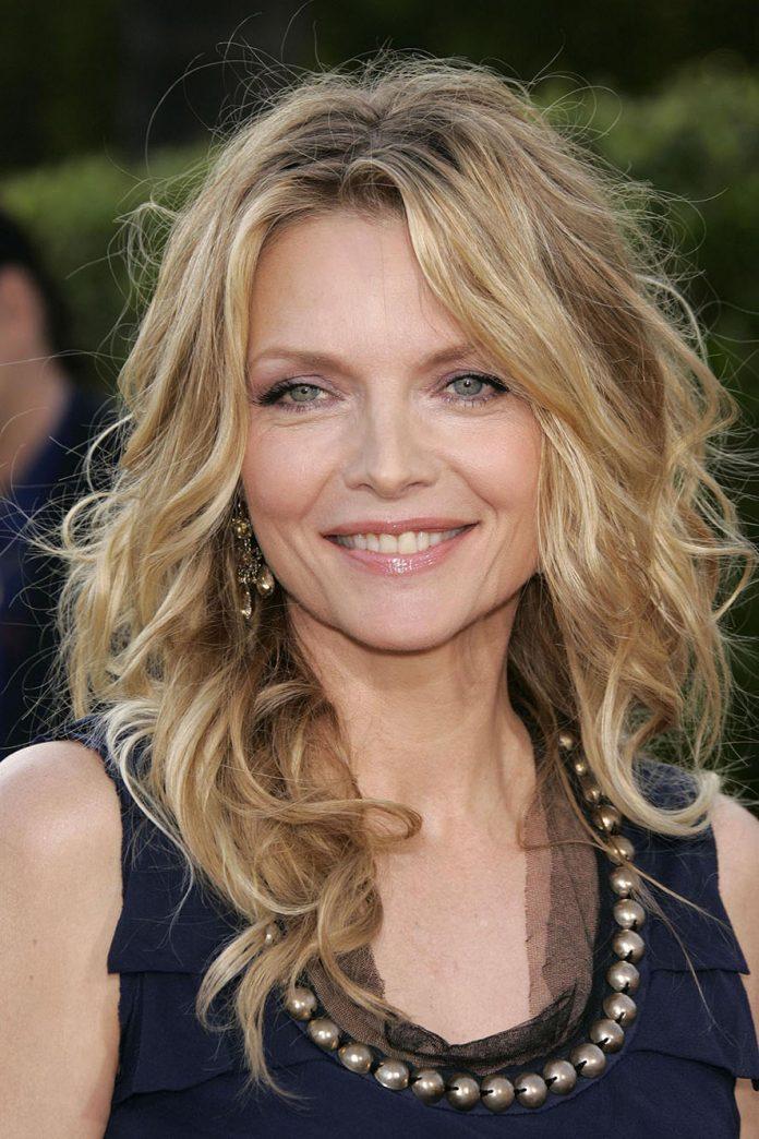 Michelle Pfeiffer setlere geri döndü