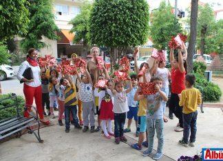 Alanya Kent Konseyi çocuklarla birlikte su kabağı dikti