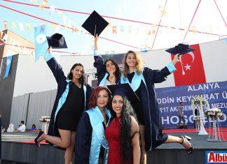 ALKÜ'de mezuniyet coşkusu