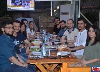 Bolu Dağı Mangal Evi'nde düzenlenen iftar davetinde Alanya'daki Stajyer Avukatlar bir araya geldi.
