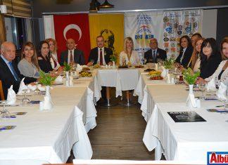 Lions 118-R Yönetim Çevresi Genel Yönetmeni Cahit Kişioğlu ve Alanya Lions üyeleri Kaptan Otel'de yemekte buluştu.