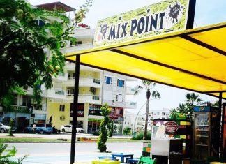 Gazipaşa deniz yolunda bulunan Mix Piont Cafe'nin sahipleri Ümit Bozkır ve Evrim Yıldız, yaptıkları dondurma ile dikkat çekiyorlar.