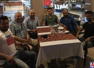 Yabancı dil eğitimi için Ukrayna'nın Karadeniz kıyısındaki şehri Odessa'ya gidecek olan Diamond Hill Resort Hotel'in veliahtı Murat Özdemir, yolculuk öncesi iftar daveti verdi.