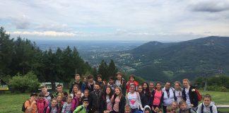 """ÖHEP Ortaokulu kültürel etkileşimlerin arttırılması amacıyla 10 yıldır sürdürdüğü """"Kardeş Okul Projesi"""" kapsamında bu yıl da Polonya'nın Wodzislaw Slaski kentindeki Adama Dzika okulunu ziyaret etti."""