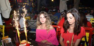 Tuğçe Açıkalınlı, yeni yaşını dostlarıyla Leman Kültür'de kutladı