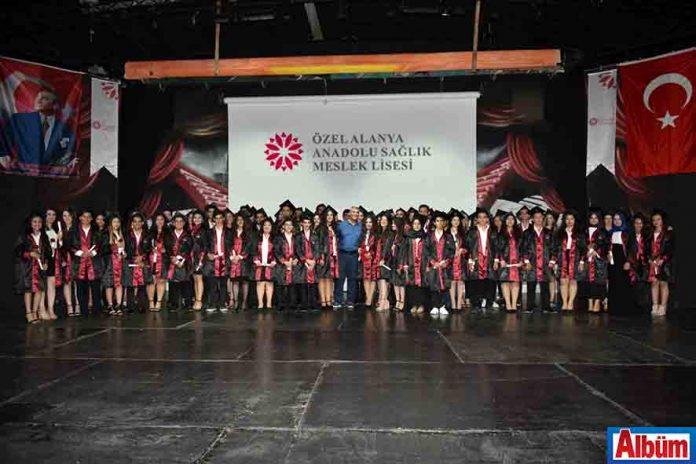Özel Alanya Sağlık Meslek Lisesi bu yıl ilk mezunlarını verdi
