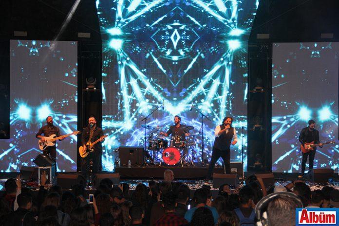 53. Cumhurbaşkanlığı Türkiye Bisiklet Turu kapsamaında Alanya'da sahne alan ünlü grup Gece Yolcuları, hayranlarına unutulmaz bir konser verdi.