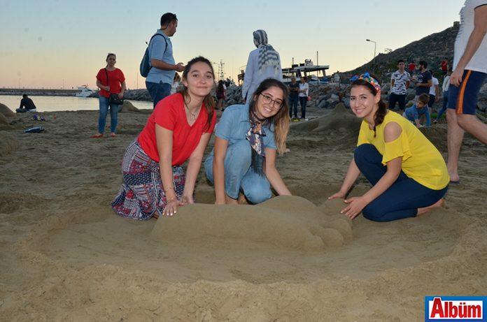Bu yıl ikincisi düzenlenen 'Kumdan Heykel Yarışması' Alanyalılar tarafından yoğun ilgi gördü.