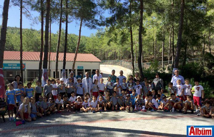 Bahçeşehir Koleji alanya öğrencileri 4 Ekim Hayvanları Koruma Günü kapmsamında hayvan barınağını ziyaret etti.