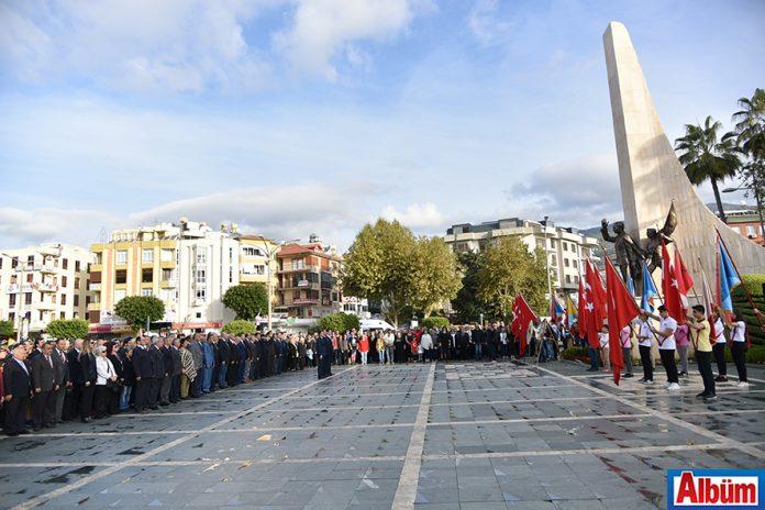 Ulu Önder Mustafa Kemal Atatürk'ün ölümünün 79. Yıldönümü anısına Hükümet Meydanı Atatürk Anıtı önünde kalabalık bir tören düzenlendi.