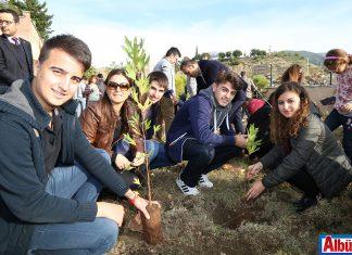 10 Kasım Atatürk'ü Anma Günü kapsamında ALKÜ'lü öğrenciler Atatürk'ün anısına 300 fidan dikti.