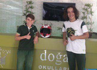 Alanya Doğa Koleji Anadolu Lisesi öğrencileri ikiz kardeşler Deniz ve Can Öncü, Red Bull Moto GP Rookies Cup Asya Yetenek Kupası'nın son ayağı Malezya'da şampiyon oldu.