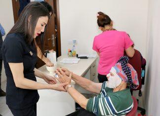 Antalya Büyükşehir Belediyesi Sosyal Hizmetler Dairesi Başkanlığı, Halil Akyüz Huzurevi sakinlerinin yılbaşı öncesi gönlünü aldı.