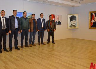 Alanya Cumhuriyet Başsavcısı Yasin Emre, Alanya İlçe Emniyet Müdürlüğü Asayiş Büro Amiri İsa Arı ve Azerbaycanlı Ressam Eldar Zeynalov'un eserlerinin bulunduğu sergi açıldı.