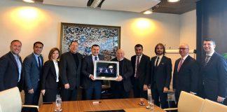 Bu yıl 22'ncisi gerçekleştirilen EMITT Fuarı'na katılmak üzere İstanbul'da bulunan Alanya Belediye Başkanı ve ALTAV Başkanı Yücel, TAV ve THY yetkilileriyle bir araya gelerek Gazipaşa Havalimanı'nın durumunu konuştu.
