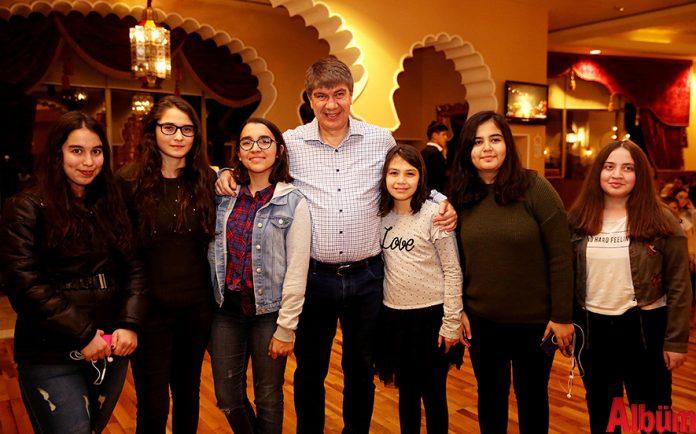 """Antalya Büyükşehir Belediyesi'nin okul birincilerini tatille ödüllendirdiği """"Başarılı öğrenciye tatil iyi gelecek"""" projesi kapsamında öğrenciler aileleriyle birlikte 5 yıldızlı otellerde unutulmaz bir tatil geçirdi."""