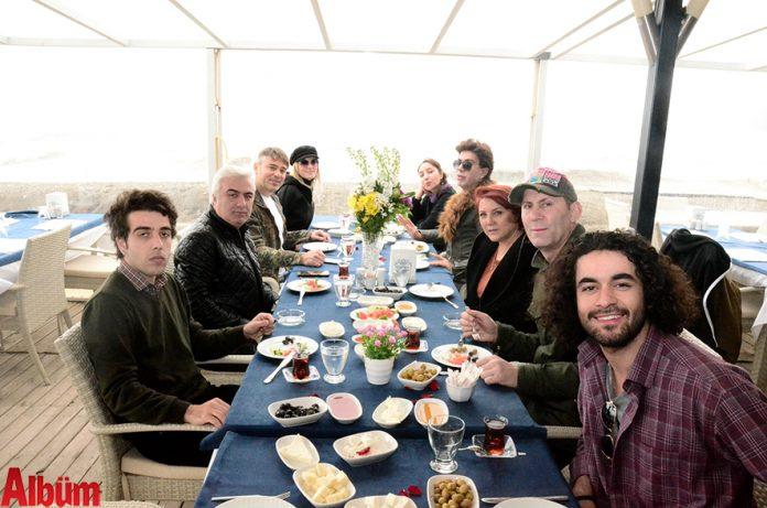 'Sakın Diyorum Sakın' tiyatro ekibi yolculuk öncesi Alanya manzarsına karşı keyifli bir kahvaltı yaptı