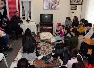 Sunay Akın Kırçiçekleri Kız Öğrenci Yurdu öğrencileriyle keyifli bir sohbet gerçekleştirdi.