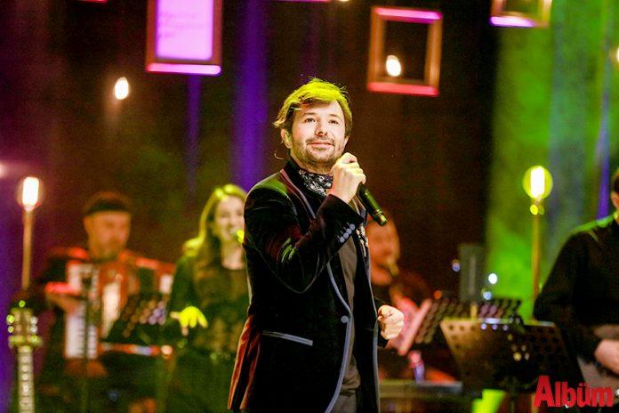 Pop müziğinin sevilen isimlerinden Yalın, Kerki Production ve Solfej Organizasyon işbirliğiyle düzenlenen konserler kapsamında dün akşam TİM Show Center'da sevenleriyle buluştu.