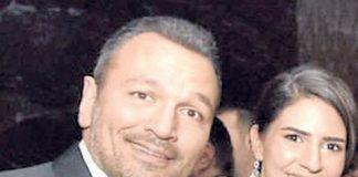 Bu yaz evlenmeye hazırlanan Ali Sunal, avukat sevgilisiyle birlikte özel bir davete katıldı. İkili, gecede çektirdikleri fotoğrafla aşklarını dosta düşmana ilan etti.