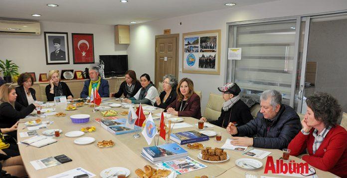 Alanya Kent Konseyi, Alanya'daki sivil toplum kuruluşlarının kadın temsilcileri, siyasi partilerin kadın kolları başkanları ile birlikte '8 Mart Dünya Emekçi Kadınlar Günü' için istişare toplantısı yaptı.