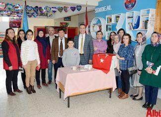 Gönül Kemal Reisoğlu İlkokulu tarafından değerler eğitimi kapsamında geliri Mehmetçik Vakfı'na bağışlanmak üzere bir yardım kampanyası düzenledi. Okul öğretmen, öğrencileri ile velilerinin katkı sağladığı bağış kampanyası ile 6670 TL ve 100 dolar toplandı.