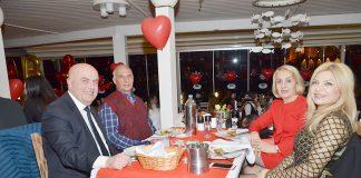 Tüm dünyada aşk ile kutlanan 14 Şubat Sevgililer Günü, Alanya'da da renkli görüntülere sahne oldu.