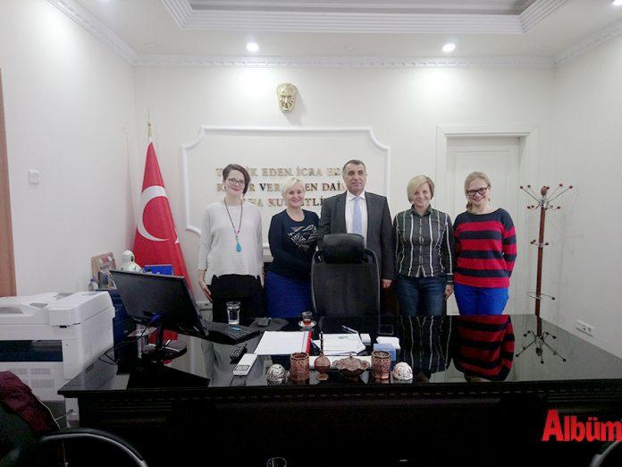 Alanya Polonyalılar Kültür ve Dostluk Derneği'nin yeni yönetim kurulu Alanya Kaymakamı Mustafa Harputlu'yu ziyaret etti.