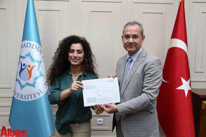 Alaaddin Keykubat (ALKÜ) Turizm Fakültesi öğrencileri aldıkları sertifikalar ile artık yerli ve yabancı havayolu şirketlerinin yer hizmetlerinde çalışabilme hakkına sahip oldular.