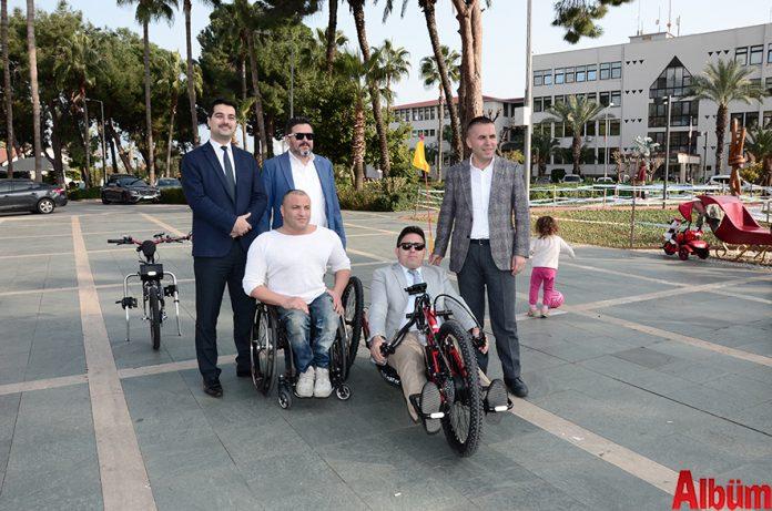 Engelsiz şehir Alanya'da engeller kalkmaya devam ediyor. Daha önce de engelliler için çalışmalar yapan Ta-Ya İnşaat sahibi Tamer Yalçın, 'Hand-Bike' adlı aracın üretimi için kolları sıvadı. Hükümet Meydanı'ndaki Atatürk Anıtı önündeki aracın tanıtımına Alanya Kaymakam Vekili Nurullah Kaya, Alanya Belediye Başkan Yardımcısı Nazmi Yüksel, Alanya Belediyesi Sosyal Yardım İşleri Müdürü Bilal Nurgül katıldılar.