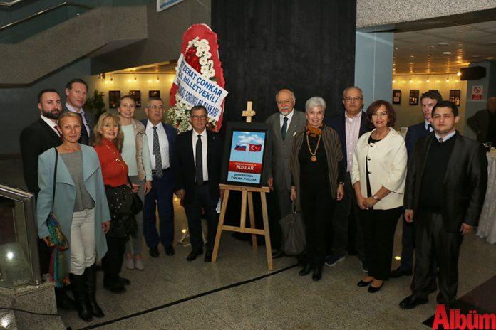 Antalya Büyükşehir Belediyesi, Türk- Rus Toplumsal Forumu çalışmaları kapsamında gerçekleştirilen 'Türklere Güvendiler Ruslar' Sergisi'ne ev sahipliği yaptı.