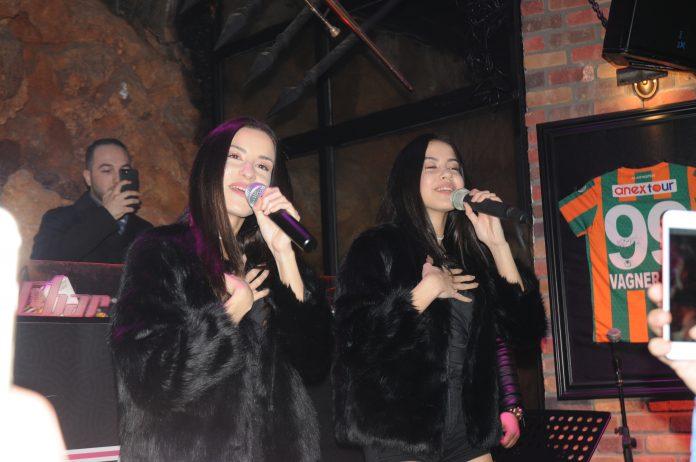 İkizler Alanya Sky Bar'da konser verdi