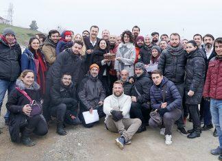 Cumartesi günleri ATV ekranlarında seyirciyle buluşan Bahtiyar Ölmez'in başarılı oyuncusu Hande Subaşı'nın doğum günü set ekibi ve oyuncularla birlikte kutlandı.