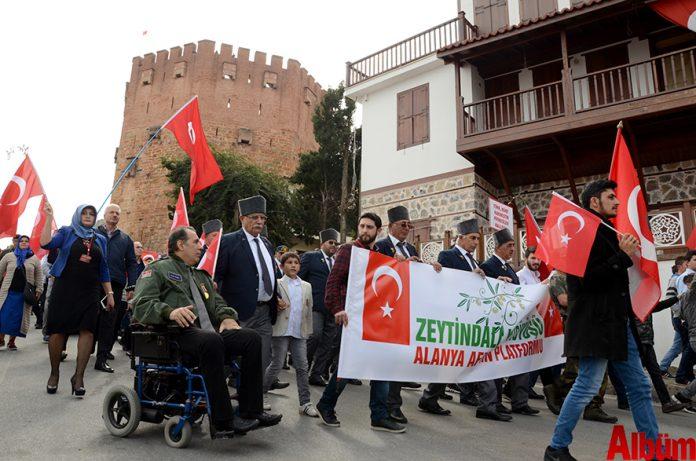 Alanya'da Türk Silahlı Kuvvetleri'nin (TSK) Afrin'e yönelik başlattığı 'Zeytin Dalı Harekatı'na destek amacıyla bir yürüyüş gerçekleştirildi.