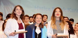 Alanya Alaadin Keykubat Üniversitesi (ALKÜ) Tıp Fakültesi, 14 Mart Tıp Bayramı kutlaması ve hekim adayı öğrencileri için Önlük Giyme Töreni gerçekleştirdi.