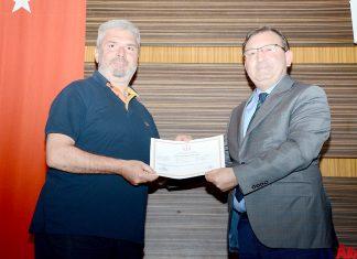 Alanya İlçe Gıda Tarım ve Hayvancılık Müdürlüğü ile Antalya Arıcılar Birliği tarafından ortaklaşa düzenlenen 'Arıcılık Kursu'nu tamamlayan 46 kursiyere sertifikaları düzenlenen törenle verildi.