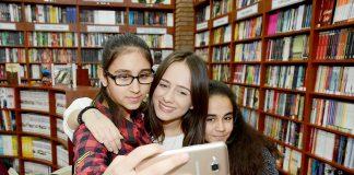 Alanya İşler Akademi tarafından düzenlenen imza gününde genç yazarlar Zeynep Sey, Koray Yersüren ve Dilara Keskin okuyucularıyla buluştular. Genç yazarlar Alanya'da yoğun ilgi gördü.