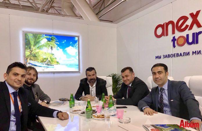 """Rusya'nın en büyük fuarı MITT Moskova'ya katılarak tur operatörleriyle görüşen Alanya Belediyesi ve Alanya Turizm Tanıtma Vakfı Başkanı Adem Murat Yücel, """"Pazar günü yapılacak Rusya Devlet Başkanlığı Seçimi sonrasında rezervasyonlar hızlanacak"""" dedi."""