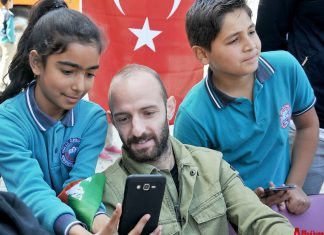 Aytemiz Alanyasporlu futbolcular, 'Alanyaspor'um Okulumda Projesi' kapsamında Şehit İlyas Güzel İlkokulu ve Güllü Özbağı Ortaokulu öğrencileriyle bir araya geldi.