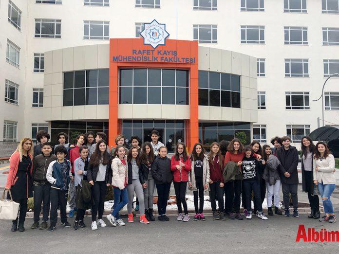 Bil Koleji Yakın Çevremizi Tanıyalım' gezilerinin ilkini 7. ve 8. sınıf öğrencileriyle Alanya Alaaddin Keykubat Üniversitesi'ne düzenledi. Öğrenciler ilçede bulunan üniversiteyi ziyaret ederek, 3 fakülteyi gezdi. Ziyarette öğretim görevlileri tarafından bölümler hakkında bilgiler alındı.