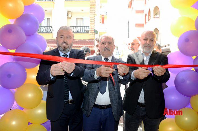 Purple Cafe renkli bir açılışla hizmete başladı. İşletmenin açılış törenine Aytemiz Alanyaspor Kulüp Başkanı Hasan Çavuşoğlu ile birçok oda başkanı da katıldı.
