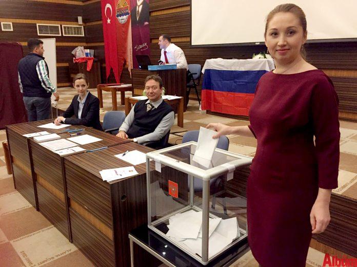 Alanya'daki yerleşik Ruslar, Rusya Devlet Başkanlığı seçimi için oy kullanıyor.