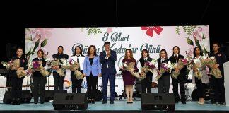 Antalya Büyükşehir Belediye Başkanı Menderes Türel, 8 Mart Dünya Kadınlar Günü dolayısıyla belediyenin kadın çalışanlarıyla yemekte bir araya geldi.