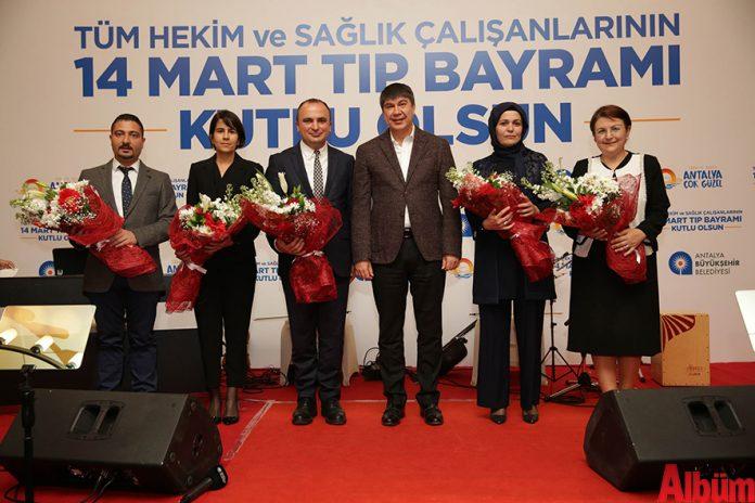 Antalya Büyükşehir Belediye Başkanı Menderes Türel, 14 Mart Tıp Bayramı nedeniyle doktorlar ve sağlık çalışanlarıyla bir araya geldi.