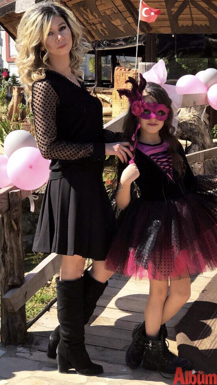 Ferhan Demir ve kızı Çisem Ferhan Demir ve kızı Çisem