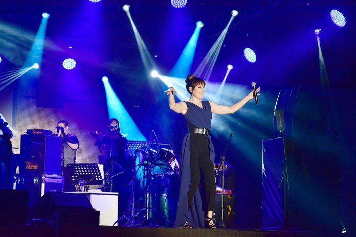 """""""Yoluma Düşen Şarkılar"""" turnesinin ikinci konserini Batman'da veren ünlü sanatçı Funda Arar, sanat müziğine sahip çıkılması çağrısında bulundu."""