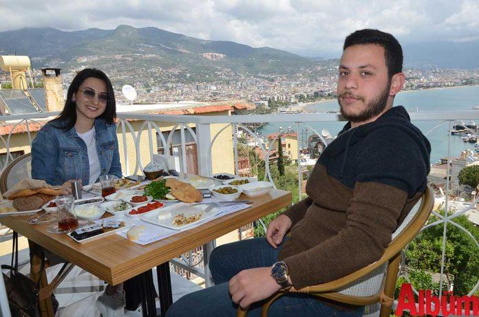 Betül Çölemen ve nişanlısı Mustafa Yalçın