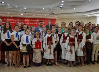 Başkan Yücel kardeş şehirlerin çocuklarıyla buluştu