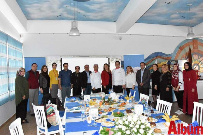 Mutfak Mirası Alanya, 16 üyesi ile birlikte geçmiş dönem çalışmalarını değerlendirmek ve yeni sezon öncesi yapılacak çalışmaları planlamak için yıllık toplantısını gerçekleştirdi.
