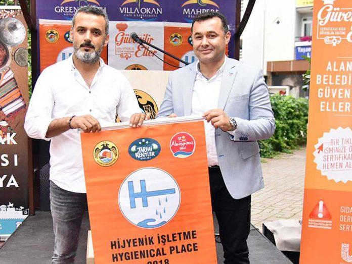 Alanya Belediyesi tarafından bu yıl 15. si düzenlenen 'Turuncu Bayrak Ödül Töreni'nde 131 işletmeye Turuncu Bayrak verildi.